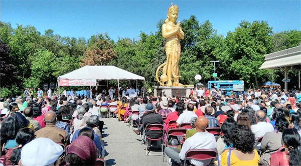 Bapu addressed the gathering of over 2500 devotees, Ontario